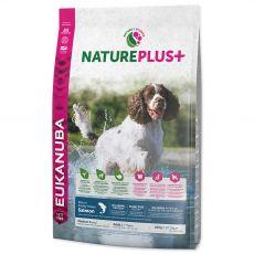 Eukanuba Nature Plus+ Adult Medium Bogat în somon proaspăt congelat 10 kg